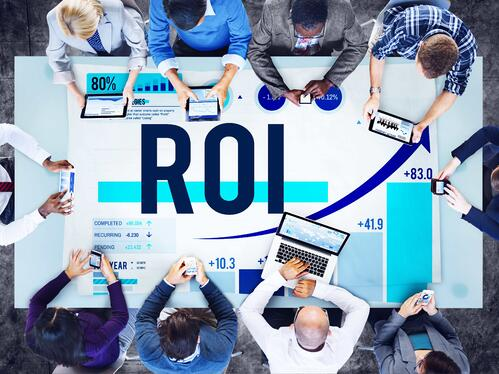 event marketers sitting around a conference table measuring the roi of the recent virtual event