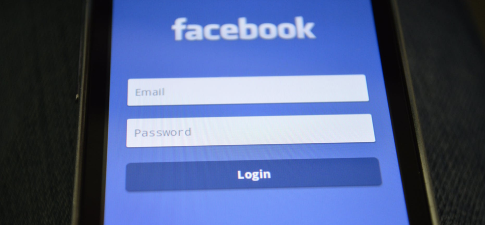 Use a Facebook mobile password manager for better online event security